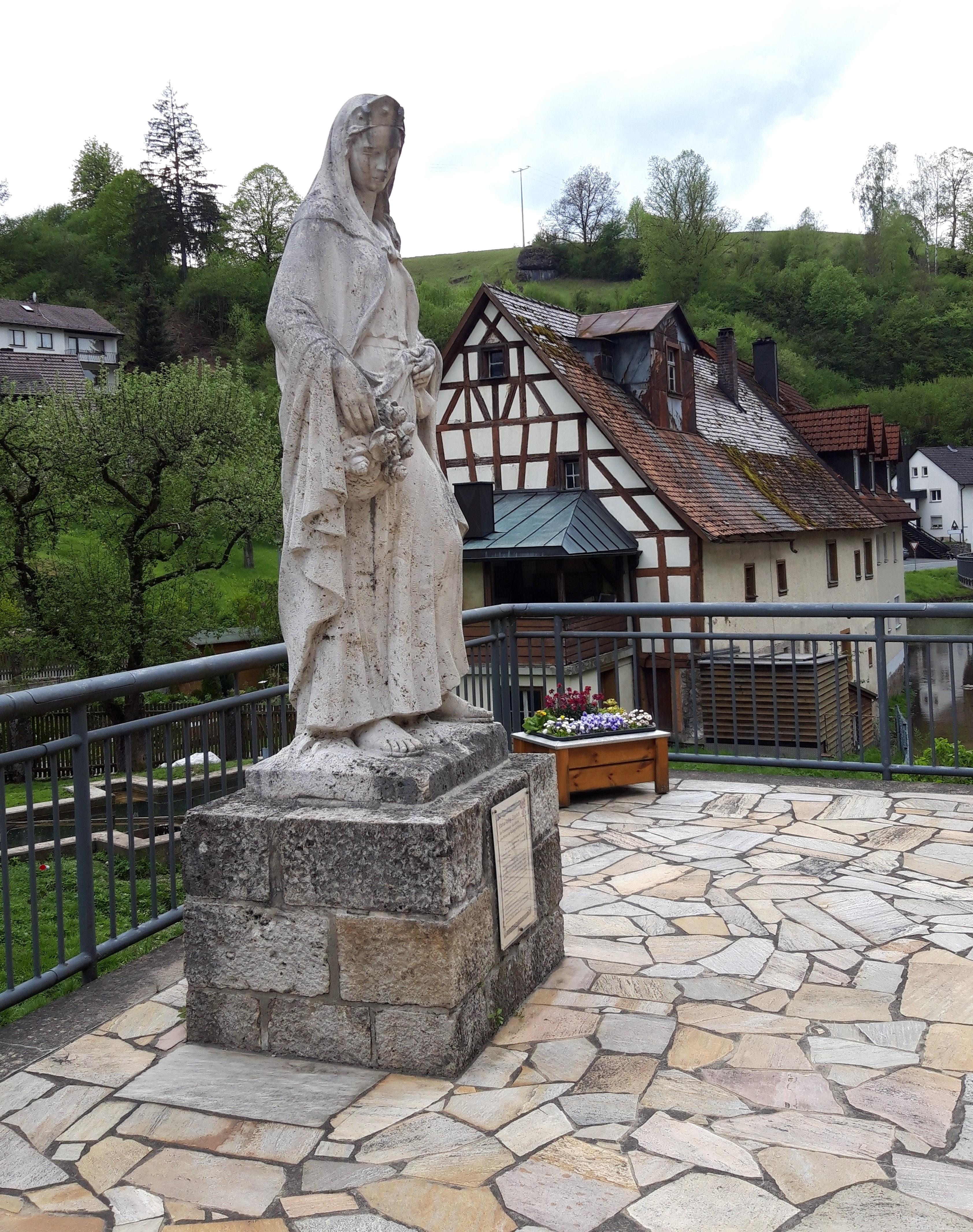Elisabeth Statue